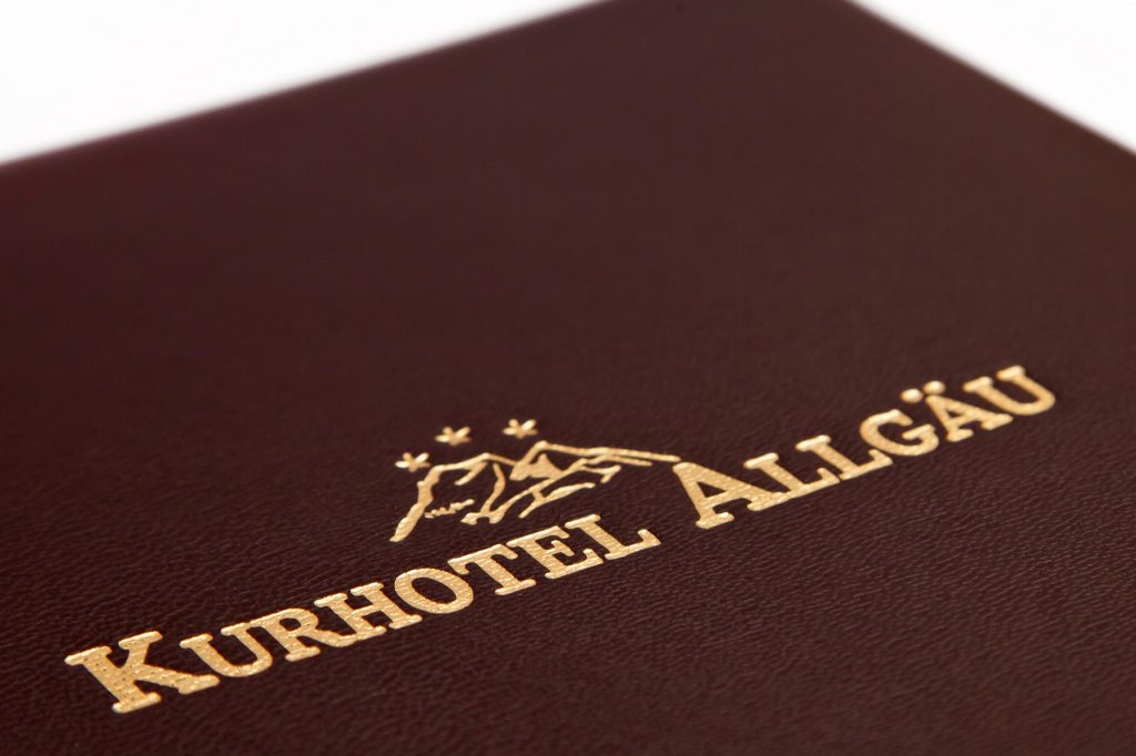 01-speisekarten-kurhotel-allgaeu-getraenkekarten-hotolzubehoer-gasthaus-cafe-buchbinderei-stundner