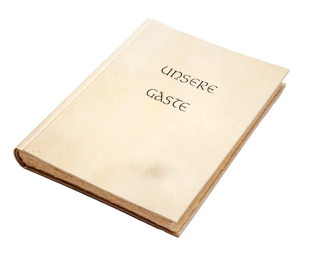 gaestebuch in pergament 03 hand geschrieben unsere gaeste buchbinderei stundner salzburg 01