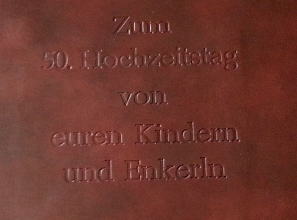 würfelspiel kniffel paschelwiese leder buchbinderei stundner salzburg paschelwiese wuerfelspiel wuerfelteller pokergarnitur pokerwürfel